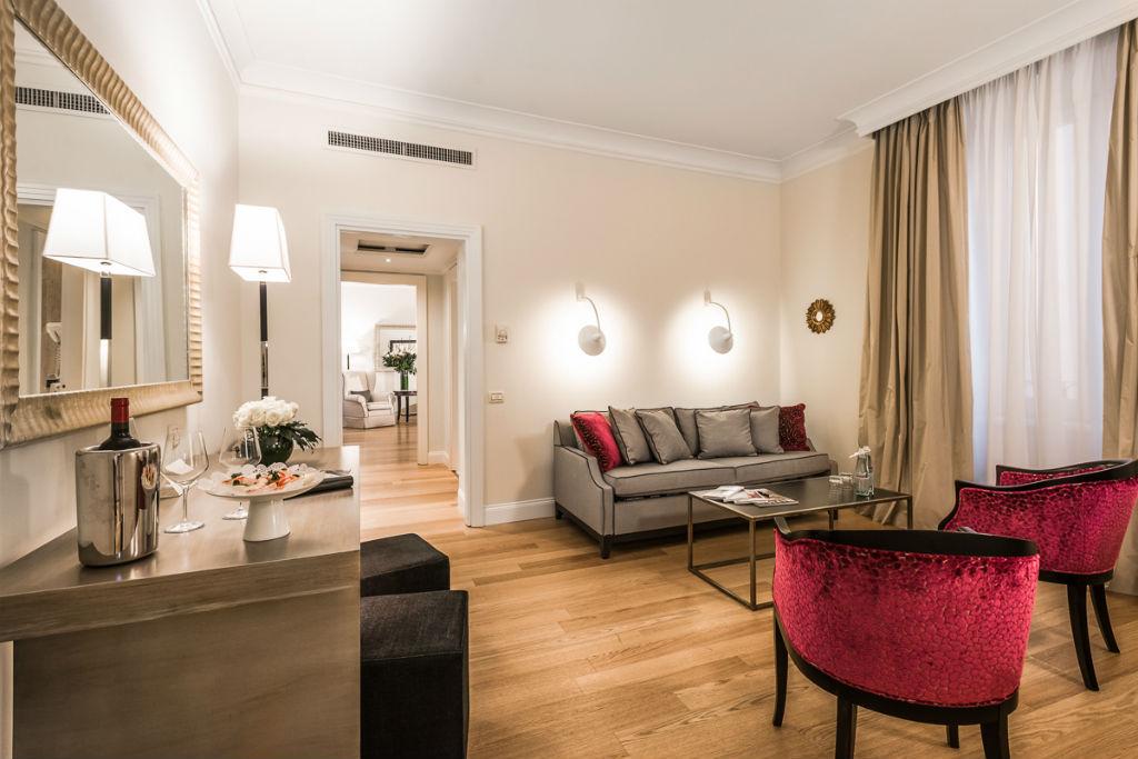 Photogallery Of Deluxe Grand Hotel De La Minerve Roma